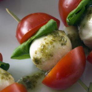 Hapje van tomaat met mozzarella