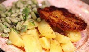 lekkere tuinboontjes met gebakken aardappels en schnitzel